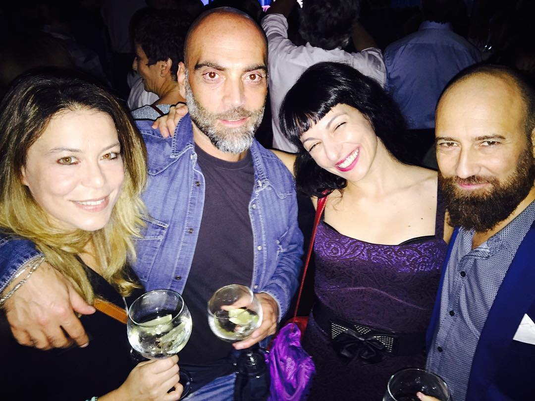 Ahora disfrutamos de @rosanaoficial en @luzdegasbar