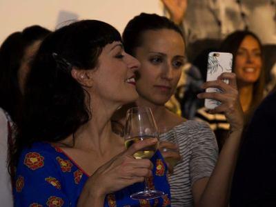Así de felices vivimos nuestro #momentoafortunado Marta Parra y yo en #vinoafortunadoconelarte