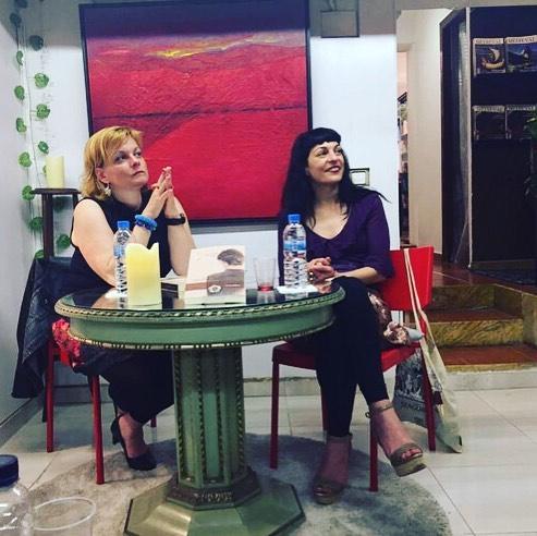 Mil gracias @angelique_pfitzner por recuperar esta foto, fue una tarde maravillosa en tu compañía! #llibreriaathenea #escritora #mallorquina #algaida #clubdelectura #llibres #libro #books #bookshop #libreria #llibreria #bestseller #leermola #leeressexy #lecturas #booklover #bookstagram #cultura #regalalibros #regalallibres #mallorcainspira #labachillera