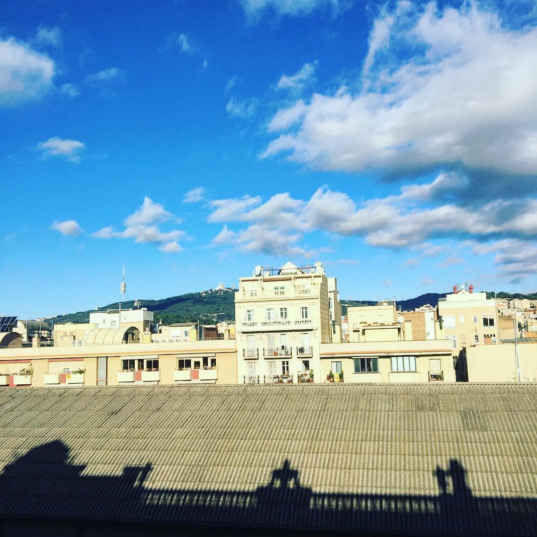 Muy buenos días y feliz lunes!! #amillsmorning #bondia #buenosdias #goodmorning #morning #day #barcelona #barridegracia #daytime #sunrise #morn #awake #wakeup #wake #wakingup #ready #sleepy #sluggish #snooze #instagood #earlybird #algaida #photooftheday #gettingready #goingout #sunshine #instamorning #early #fresh #refreshed