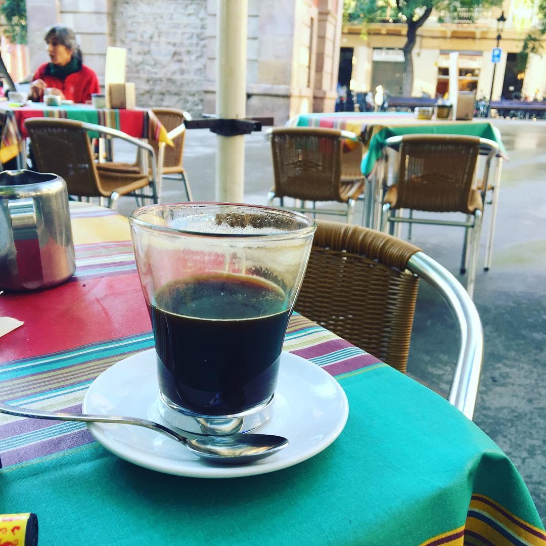 Me encanta el #cafeamericano del Tiramisú :)) #coffee #addict #caffeine #yum #black #morning #bestcoffee #needcoffee #coffeeislove #coffeeislife #coffeegram #coffeelover #coffeeaddict #coffeetime #lattemug #coffeemug #onecupatatime #americano #instacoffee #expreso #amantedelcafe #instagood #coffeedate