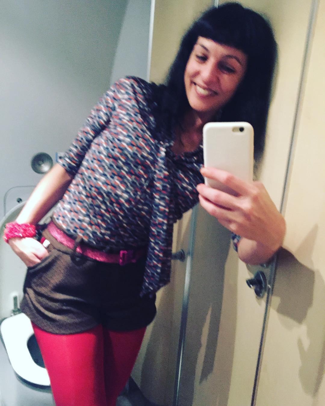 Qué cómoda he viajado en tren con mis shorts de @snobiliaire y con la blusa de libélulas hemos llegado volando ;)) #ropaparagentequelee #ropaparagentequeescribe #amillspublicwc