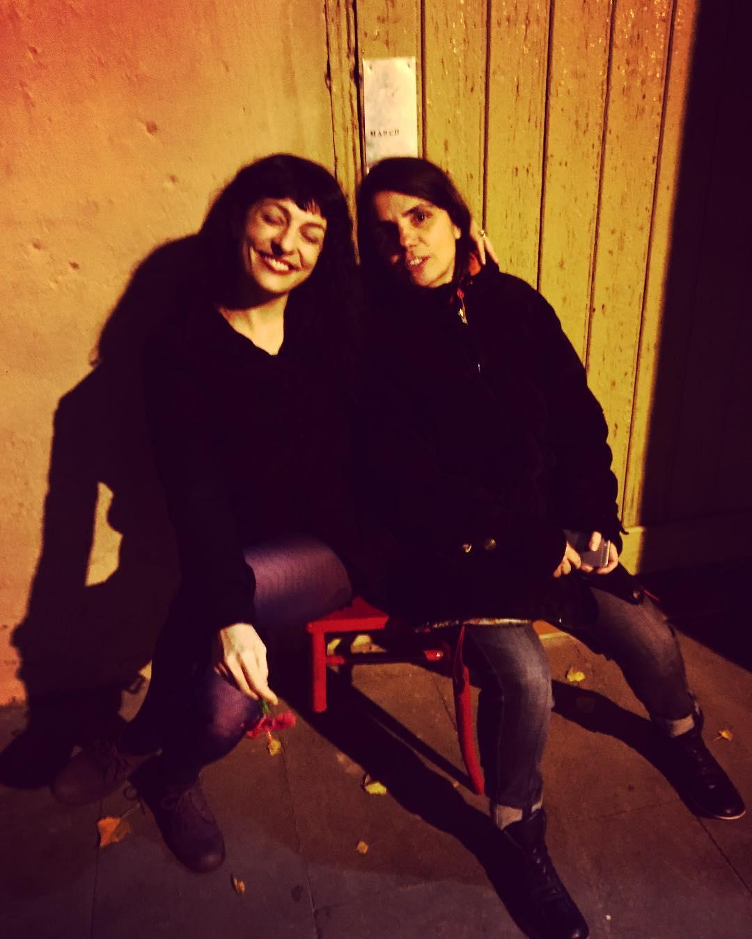 Amb la @martadarderlisson i la cadira de @giolabril pel #carleshacmor @rata_books avui