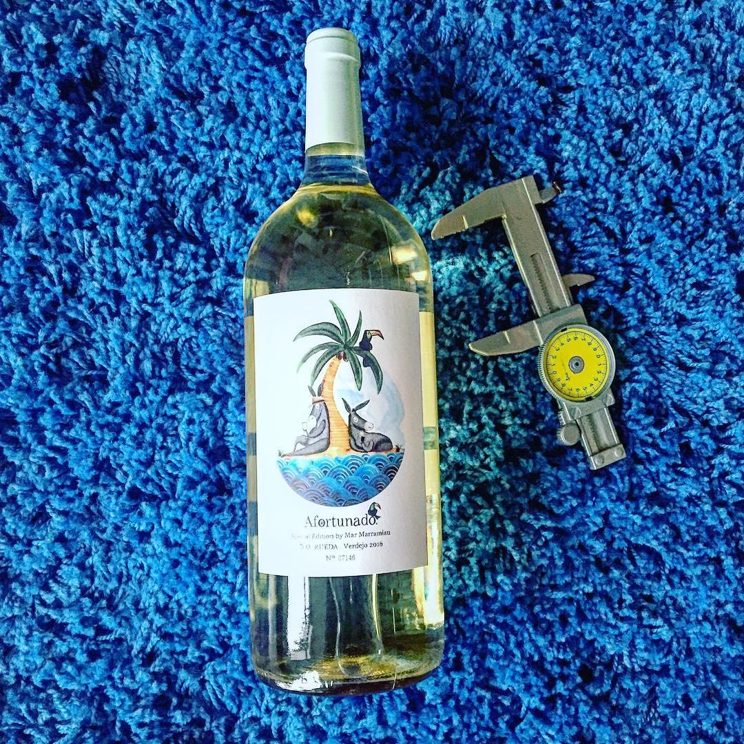 Genial recibir la #magnum de @vinoafortunado vestida de @marmarramiau! Este 2017 #VinoAfortunado va de cocoteros 🌴🌴 #specialedition #marramiau
