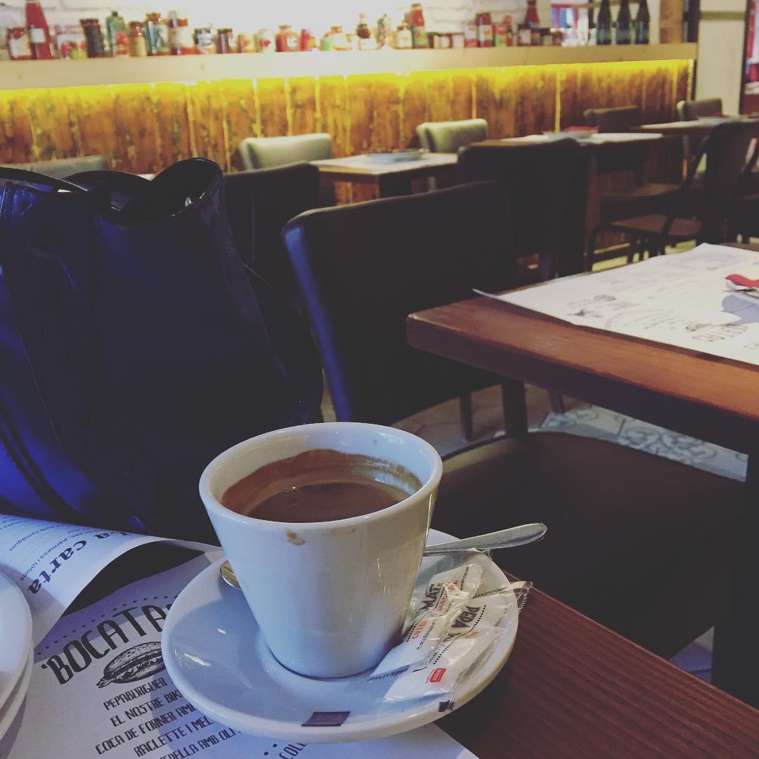 """Un café y """"El tiempo es la distancia más larga entre dos lugares"""" Tennessee Williams"""