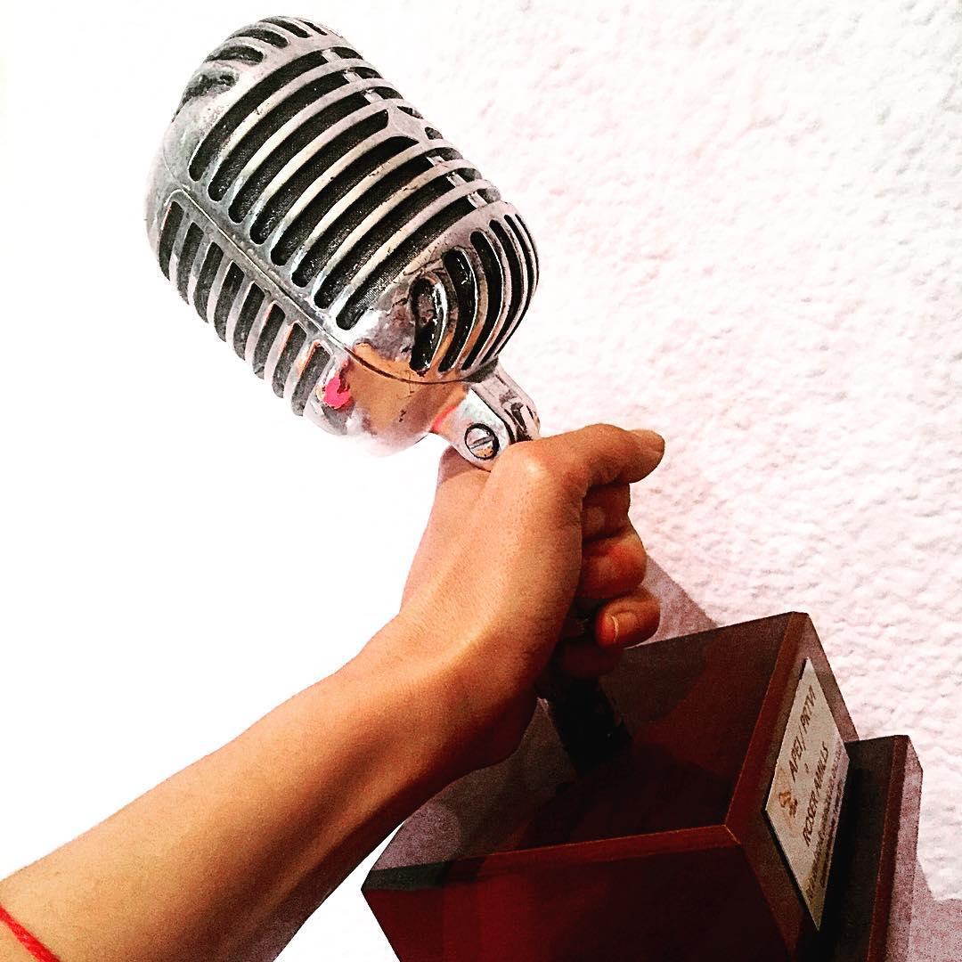 """""""Lo mas importante de la comunicación es escuchar lo que no se dice"""" Peter F. Drucker"""