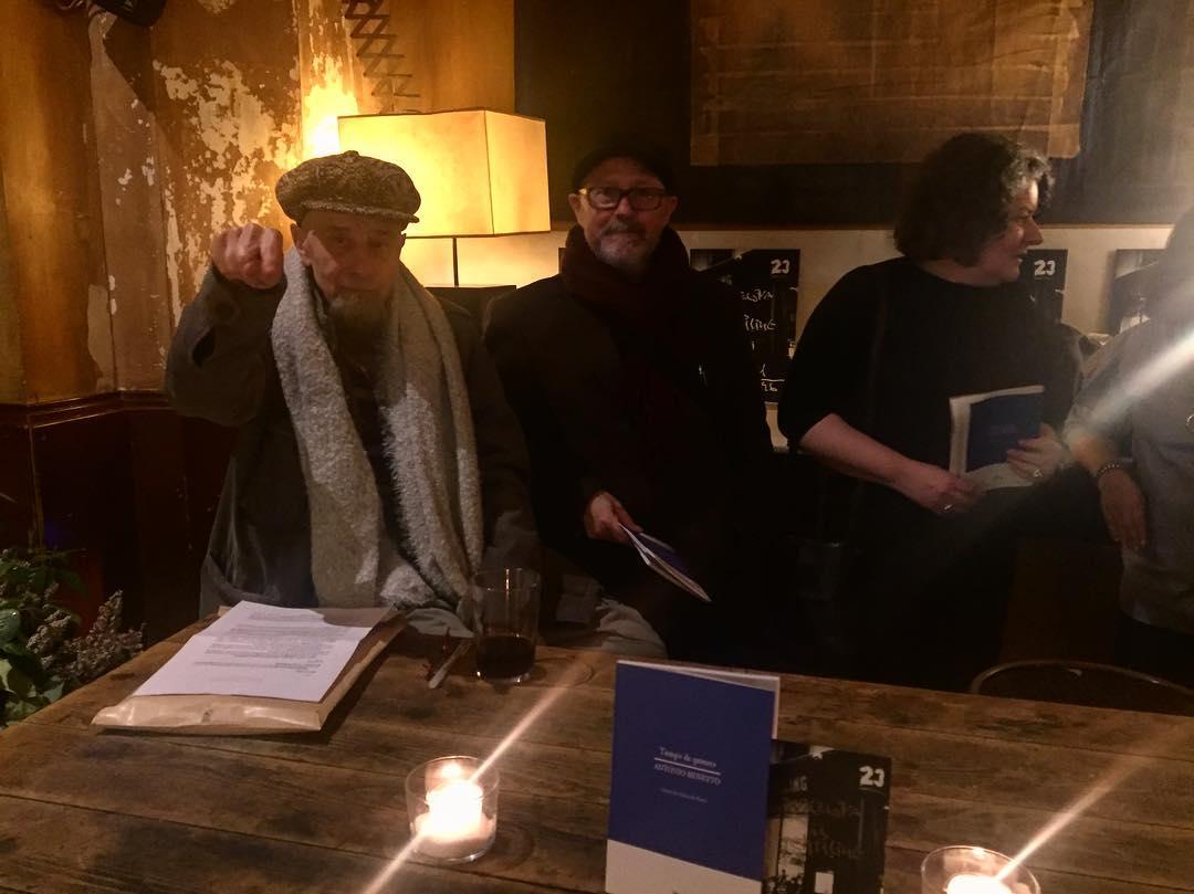 Ahora, el evento literario del año: el gran Antonio Beneyto presenta #tiempodequimera en el @cafeschillingbcn