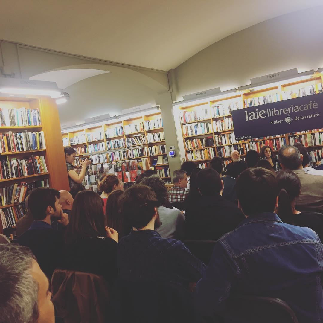 Lleno total, Cristina Morales con #terroristasmodernos y #HanNefkens @edcandaya en @laietana
