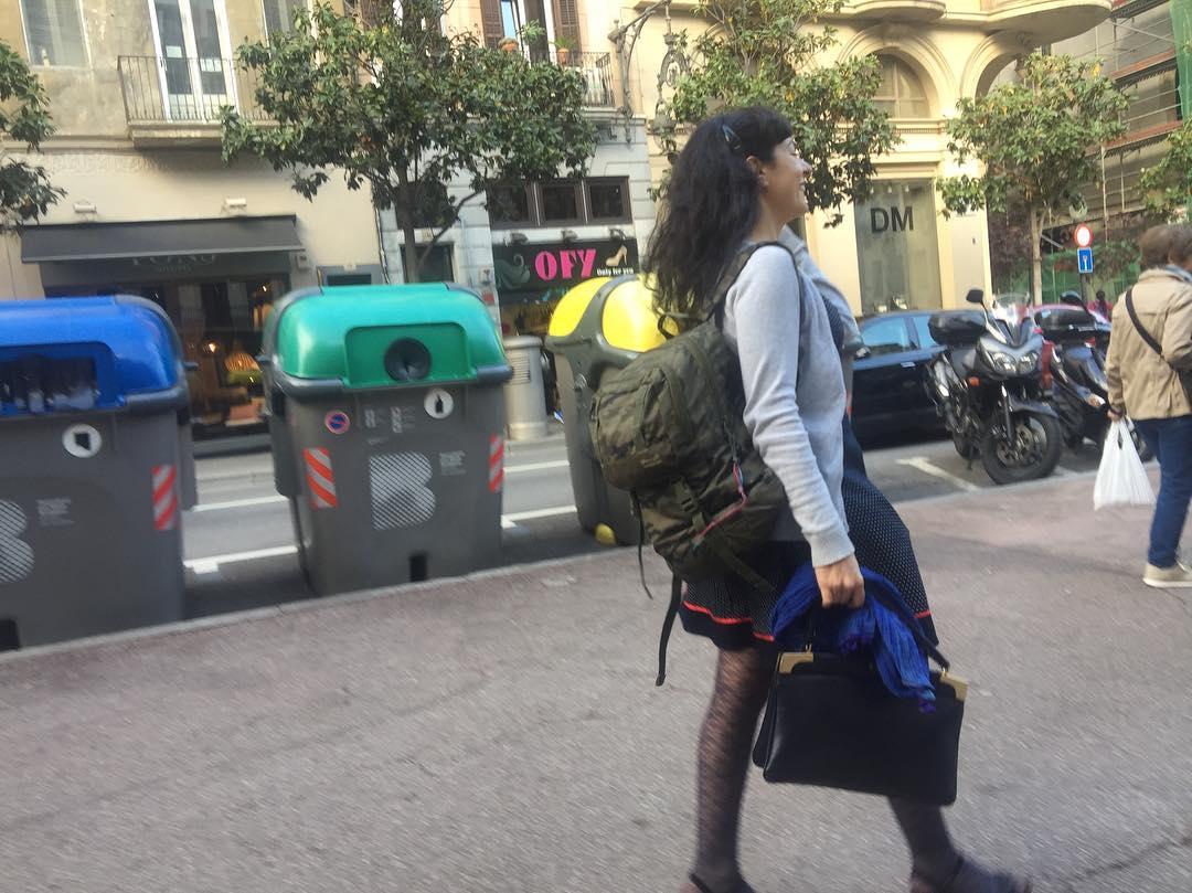 Llevo la mochila de mi hijo porque él se va al #campnou a ver el #barçasevilla ;))