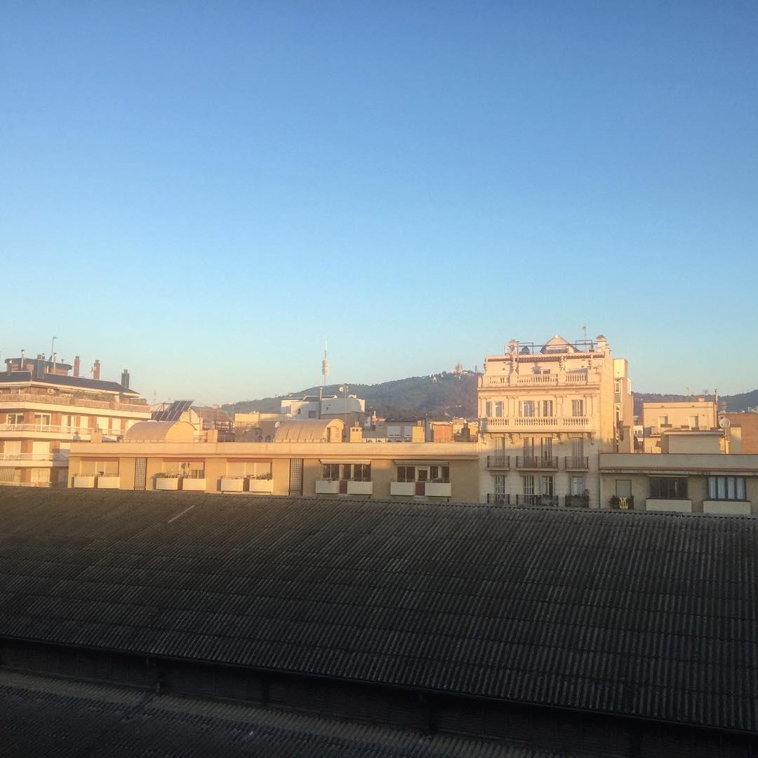 """Vivir es obstinarse en cumplir un recuerdo"" René Char #amillsmorning #bondia #buenosdias #goodmorning #morning #day #barcelona #barridegracia #daytime #sunrise #morn #awake #wakeup #wake #wakingup #ready #sleepy #sluggish #snooze #instagood #earlybird #algaida #photooftheday #gettingready #goingout #sunshine #instamorning #early"