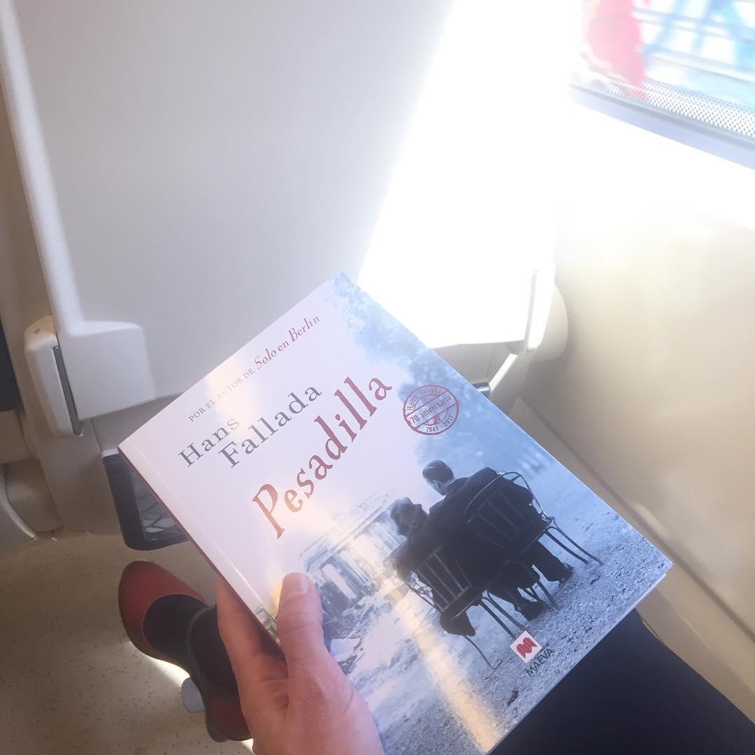 Qué te llevas esta semana para leer en el tren? Hoy, yo #hansfallada de @maevaediciones