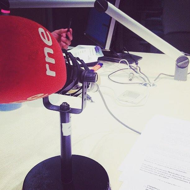 Aquesta tarda a les 17h seré a #anemdetarda de @goyoprados amb @itafabregas i #barbaradesenillosa :))