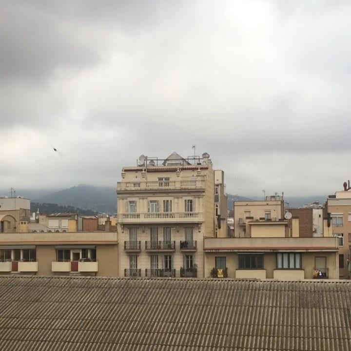 Que nadie se olvide hoy el paraguas en casa: los pájaros y las nubes son de chaparrón ;))