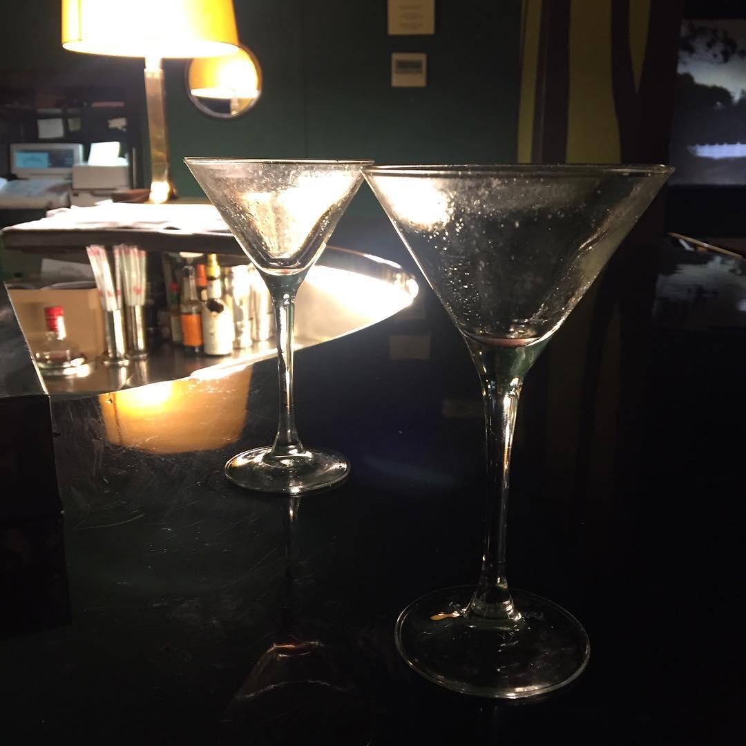 El equilibrio es dos apurando las copas a la vez ;))