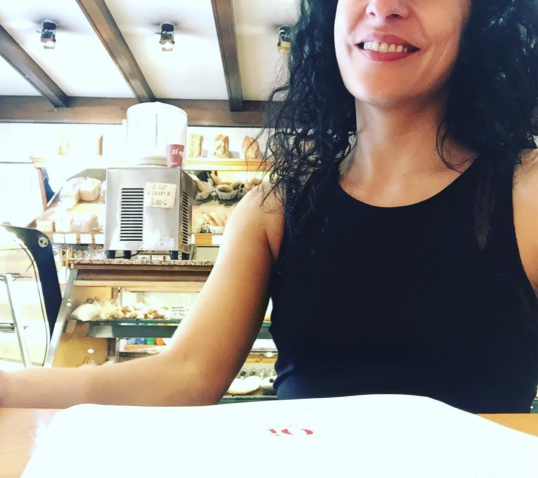 Café y #buenosdías #amillsmorning #bondia #goodmorning #morning #day #barcelona #barridegracia #daytime #sunrise #morn #awake #wakeup #wake #wakingup #ready #sleepy #sluggish #snooze #instagood #earlybird #algaida #photooftheday #gettingready #goingout #sunshine #instamorning #early