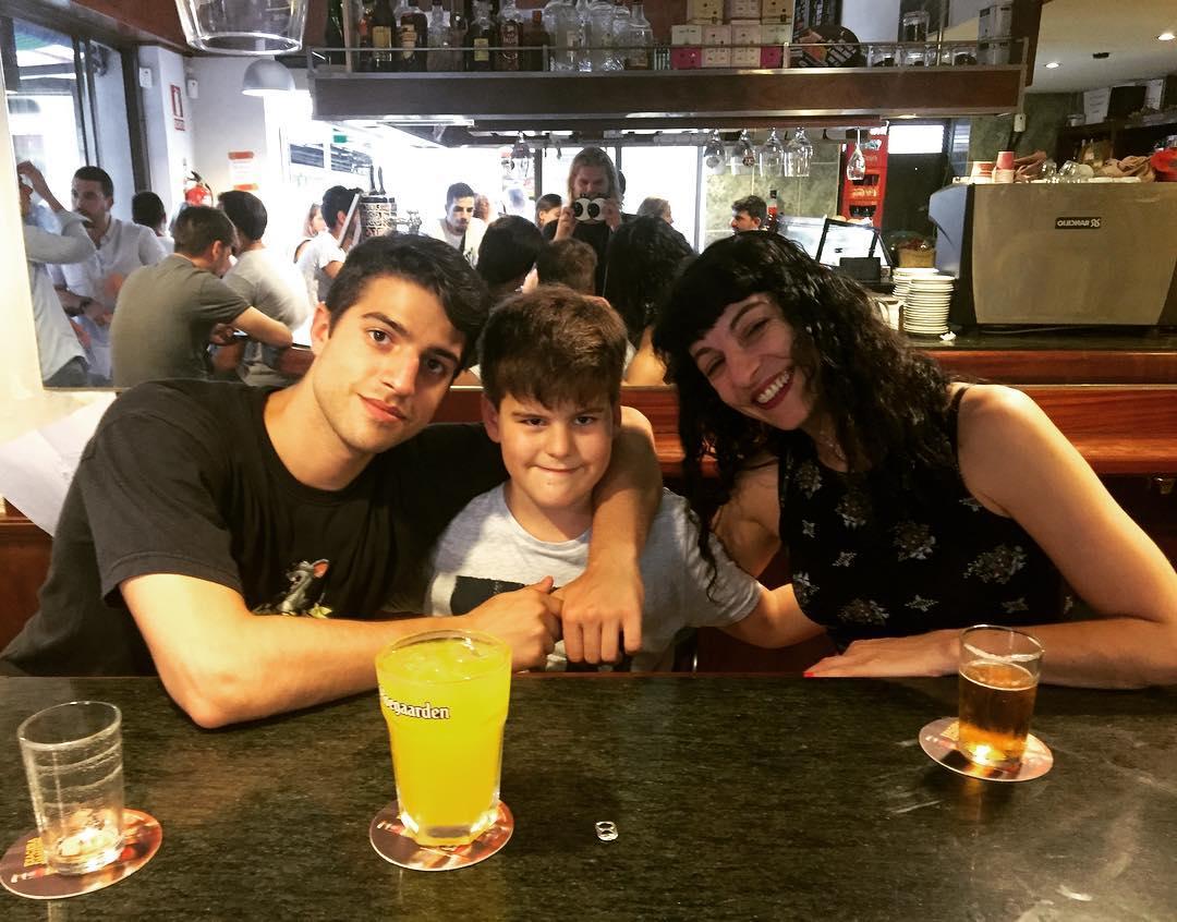 Con Marcel y Joan, mis maravillosos hijos Foto de Carlos, vikingo del @bar_pietro