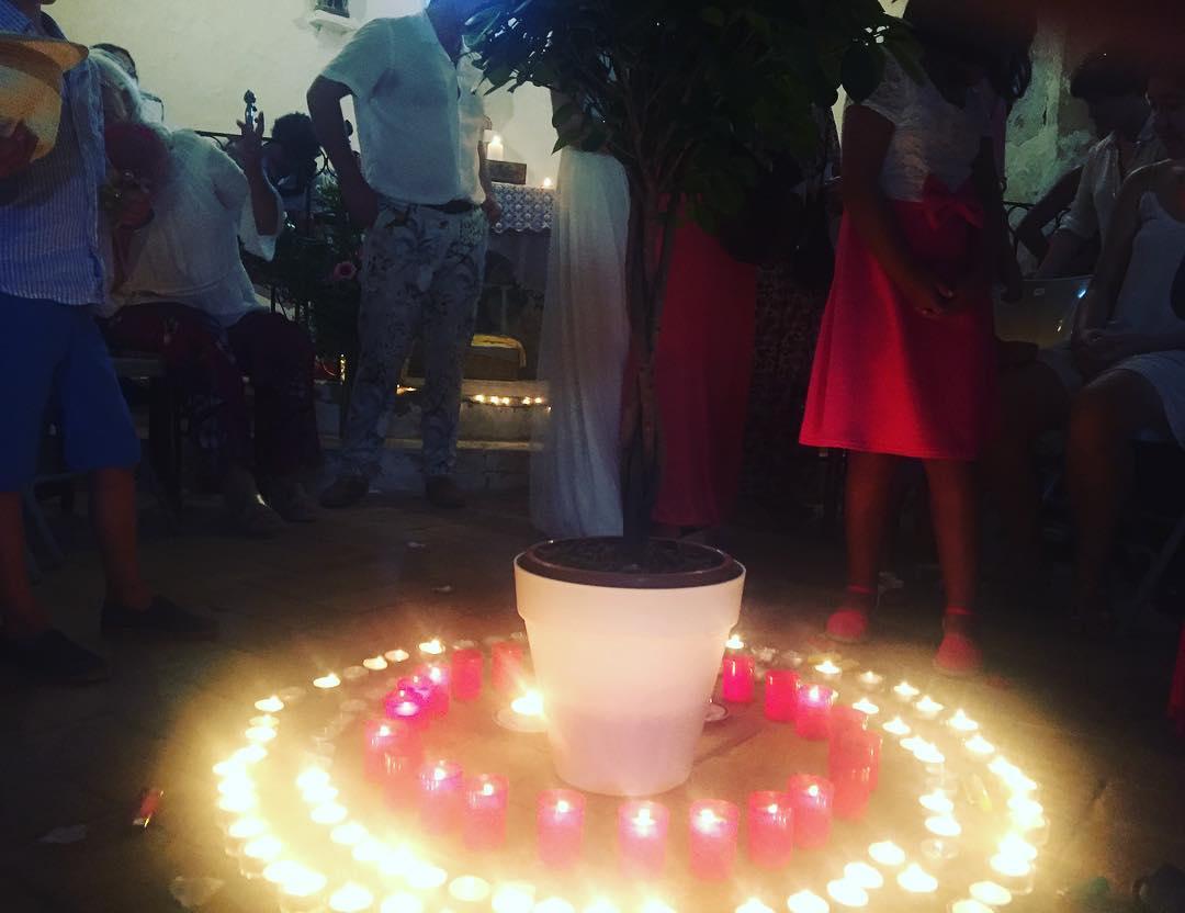 Cada invitado enciende una vela #boda #alegria #almasbonitas Lucía & David