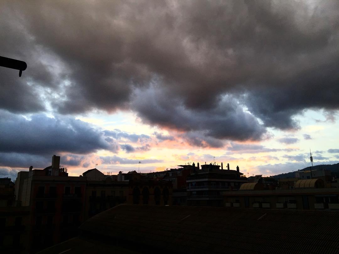 El cielo de cada día es como una mirada, siempre lleno de sorpresas! Veo, veo, #quéves?