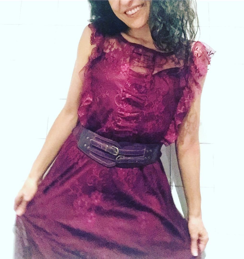 En el violeta, cualidades opuestas: la mezcla de lo masculino con lo femenino (rojo y azul), y de la sensualidad con la espiritualidad ;)) Vestido de @justfab_es
