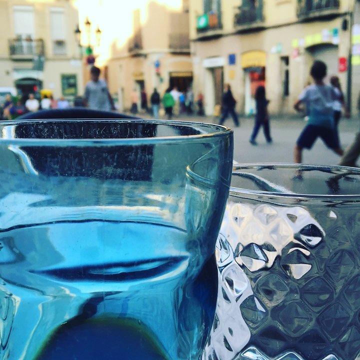La vida es del color del cristal con que la miras ;)) Muy buenas tardes #almasbonitas