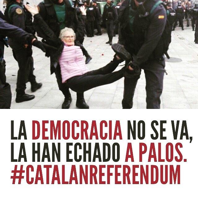La democracia no se va, la han echado a palos.  #CatalanReferendum