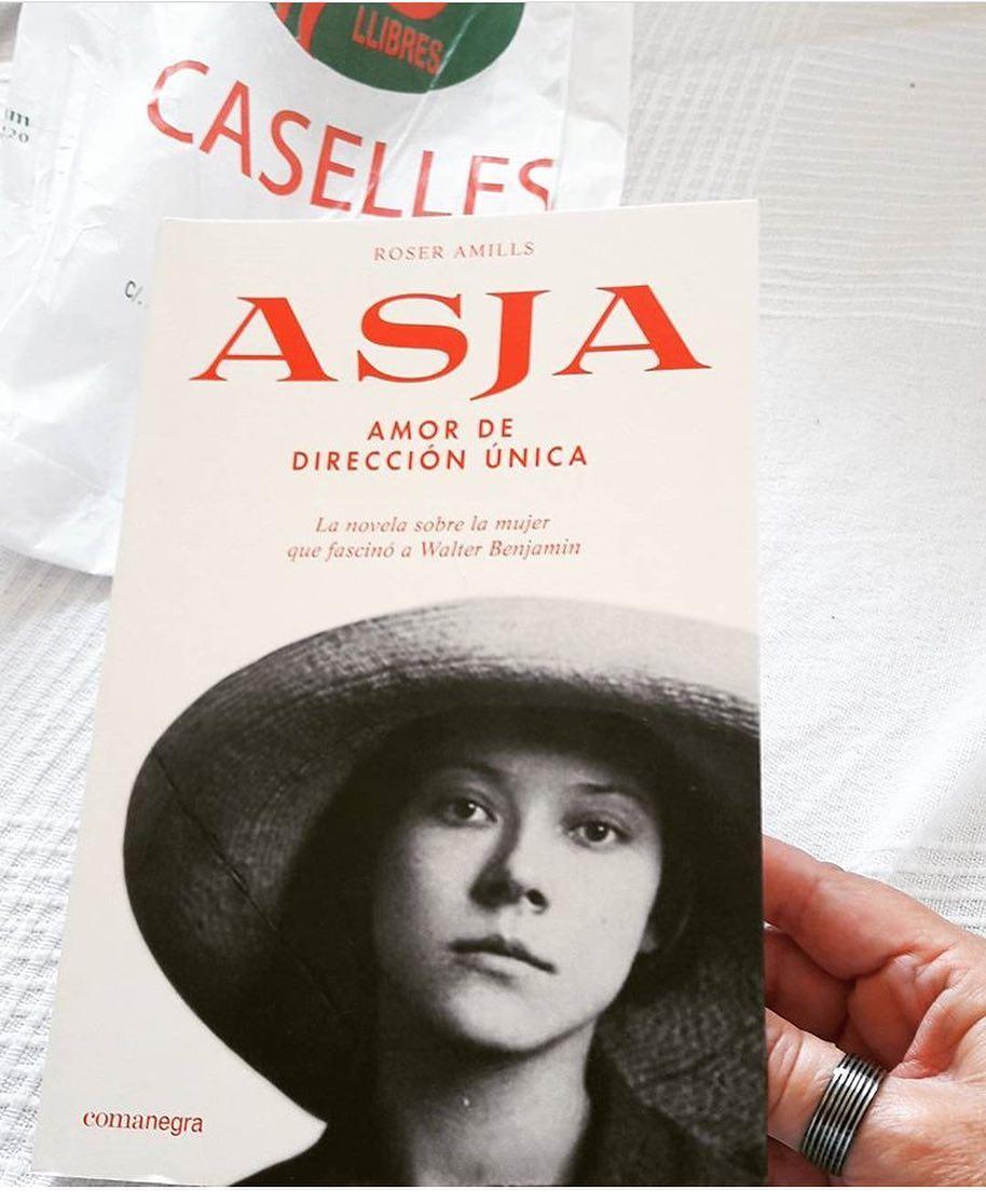 Gràcies @monns_cal_manet per buscar tan bona lectura a la @caselles_llibreria :)) #asjalacis & #walterbenjamin