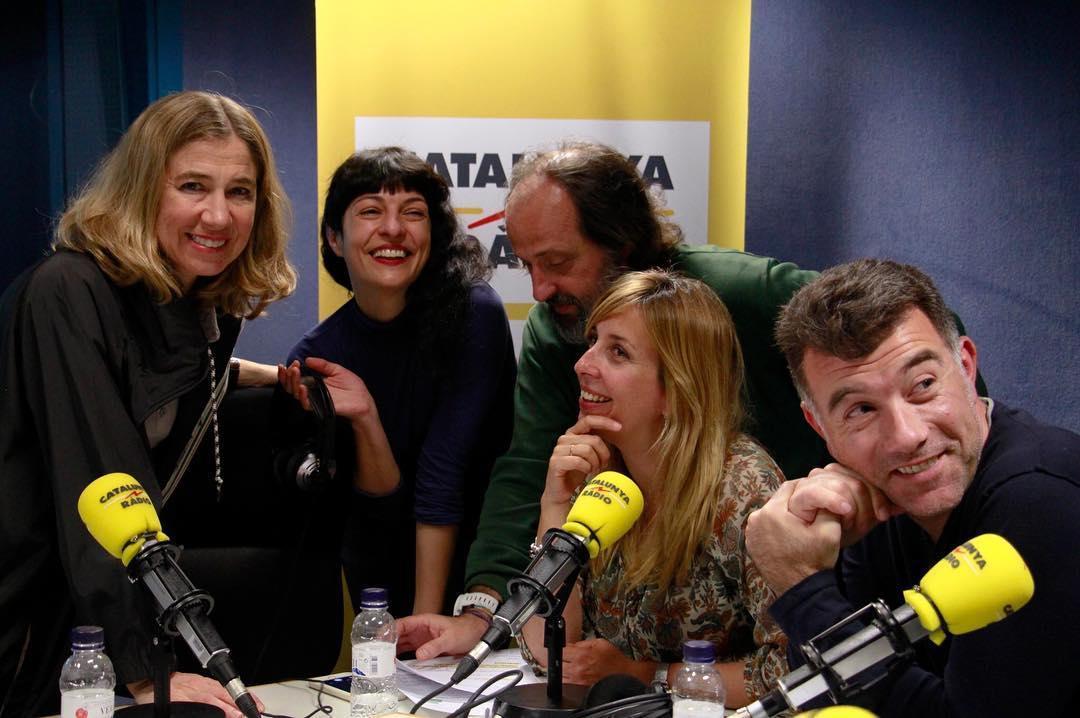 Estic molt contenta perquè ara m'entrevista @xantallavina a @Directe4 Es nota?? ;)) @ColumnaEdicions @radio4_rne