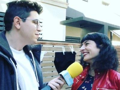 ATENCIÓN! En un rato estoy en Cazamariposas TV para poner mi granito de arena (y encaje) en el drama de Maria Lapiedra ;)) Mirad qué seria me he puesto!!!