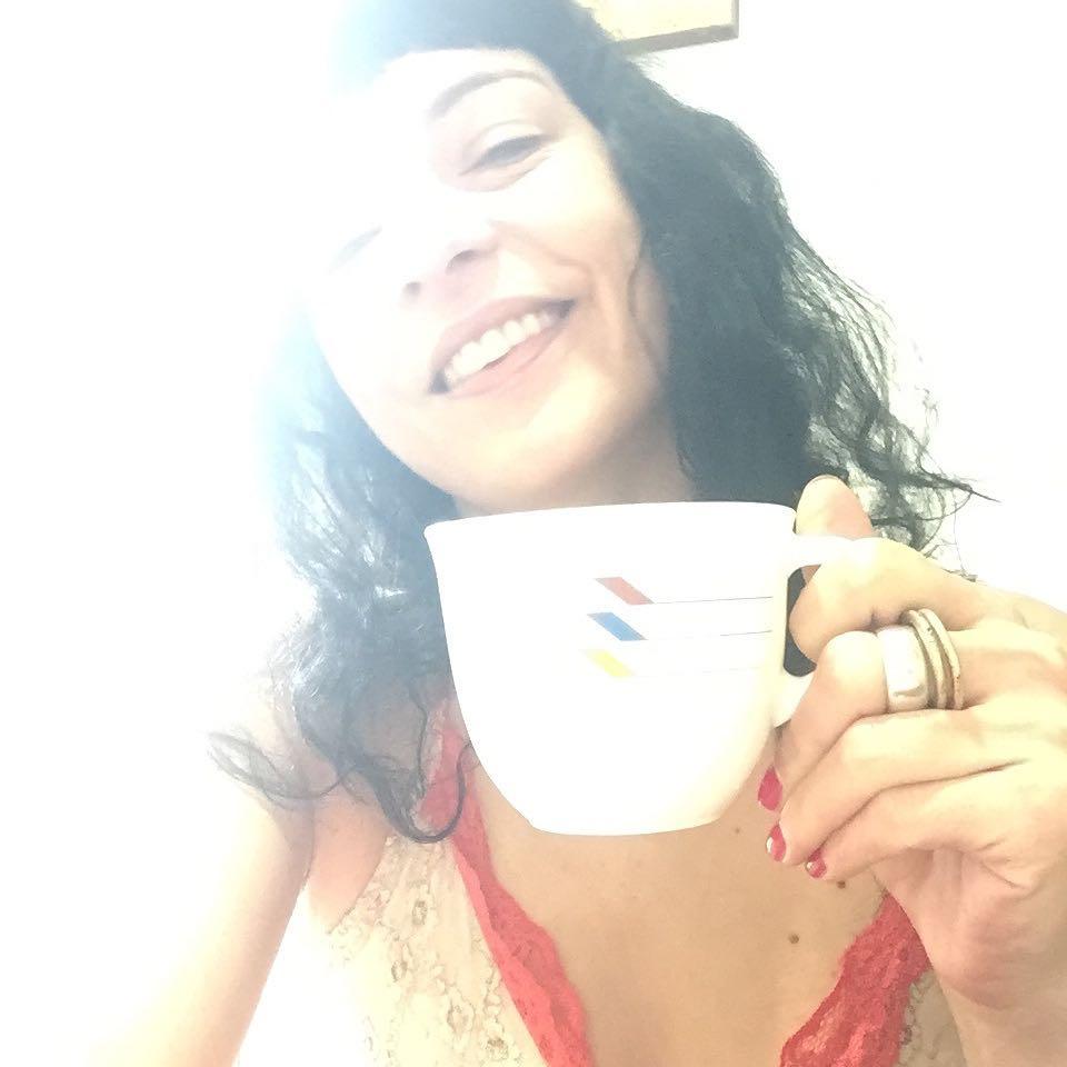 roser amills Alguien más quiere café?