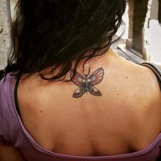 roser amills único tatuaje. Por azar. No tenía planes de tatuarme, pero en 2009, en pleno último #breadandbutter en Barcelona, el gran @brass305 me regaló estas alas :))