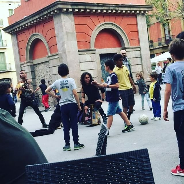 Los niños dicen que ya no quieren jugar a fúbol, que prefieren ser #punks :))