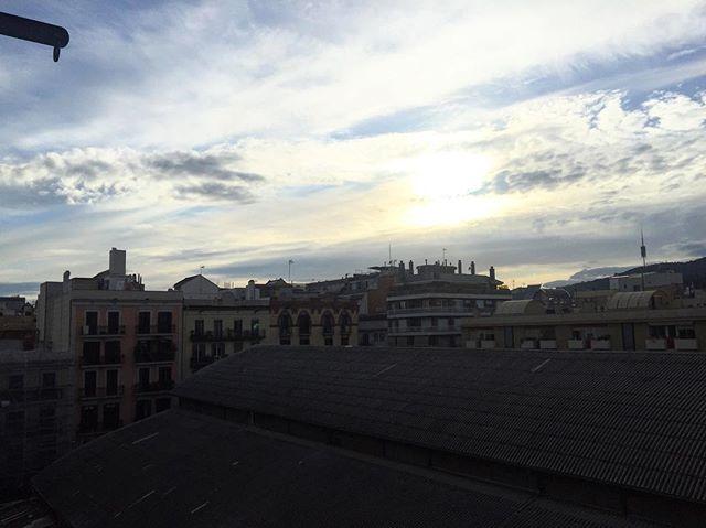 A mi hijo pequeño también le gusta fotografiar el cielo. Se la dedicamos a @goyoprados jajaja #quintempsfaagracia