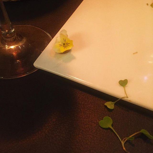 Estos detalles diminutos alimentan emociones grandes. Gracias @llamber_restaurant_barcelona 💕