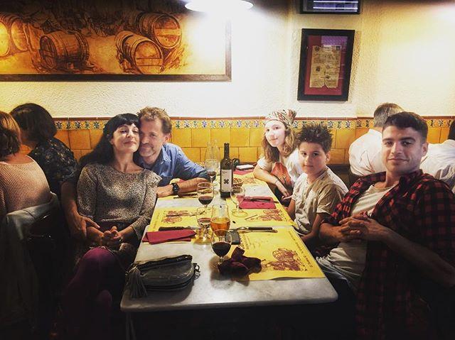 Hemos celebrado el cumpleaños de @juanfelixgarciaamills ;)) Amb #llagrimesdetardor de @santjosepwines 💕