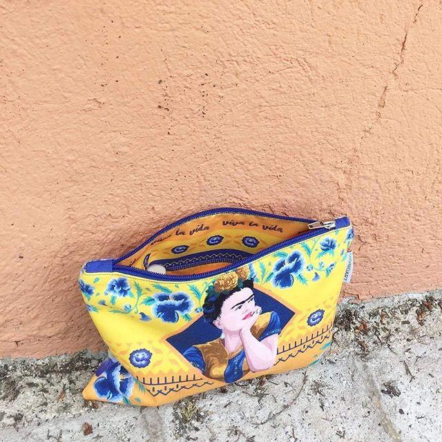 """Acabo de conocer @dignidart gracias a @TxusCarbo y me han fascinado! Dicen """"Tus compras hablan de ti"""". Socialbrand de artículos de regalo comprometida con las personas en riesgo de exclusión social. Licence #FridaKahlo. Km0. #regaloseticos #madeinbarcelona #mujeresemprendedoras"""