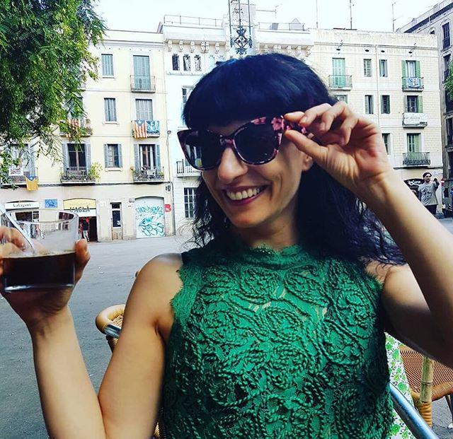 #Repost @yvesuag A la plaza amb la meva estimada @roseramills!  #felicidad ❤❤❤