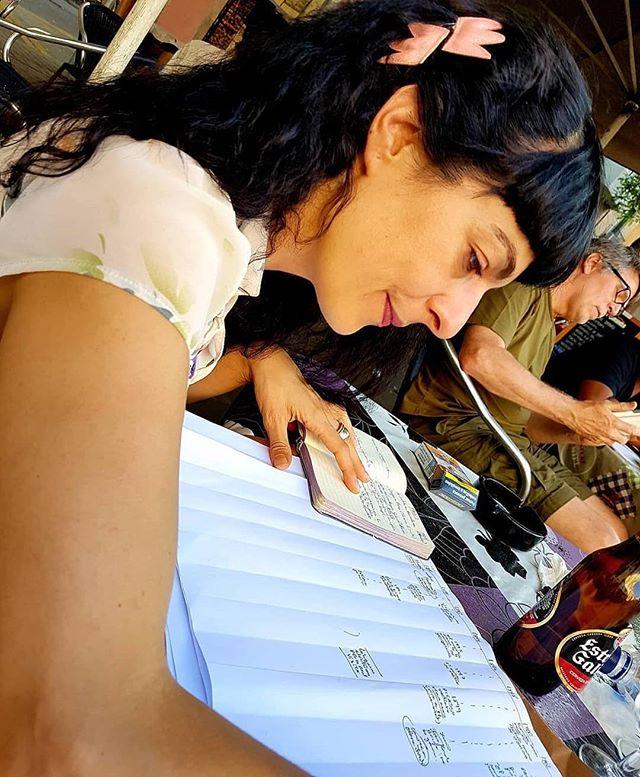 Adoro la foto que me ha hecho mi amor @yvesuag, muy concentrada en mi nueva novela.  #Testim ❤️ #novela #book #reading #writing #art #culture