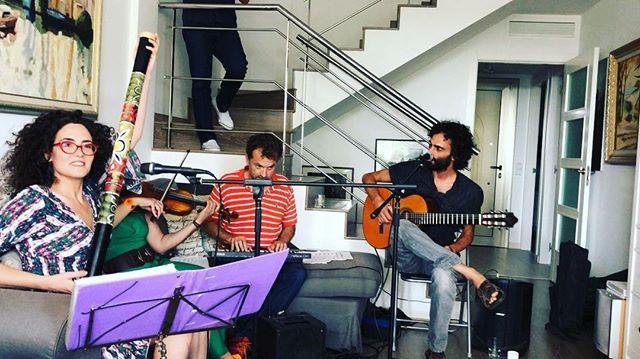 Música, maestros! #pauletaviolina Lucía Salcedo #goracasado y David Gau ;))