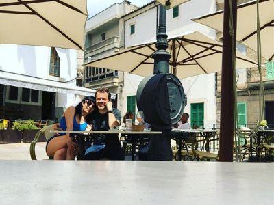 Tomamos fuerzas para continuar disfrutando del @festival_poesart a Artà #PoésArt2018 #poesia #festivaldepoesia #poetry #poetryfestival #talentib #arta  #mallorca #summer #estiu #vi #wine #poetrylovers #poetrygram #poetryisnotdead #poetryislove