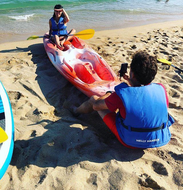 Hoy tenemos aventuras acuáticas! Gracias @escolademar.cat por regalarnos esta dosis de deportes acuáticos y relax #montgat #montgatbeach #escolademar #timodelgat  #clubmaritimmontgat #vela #catamaran