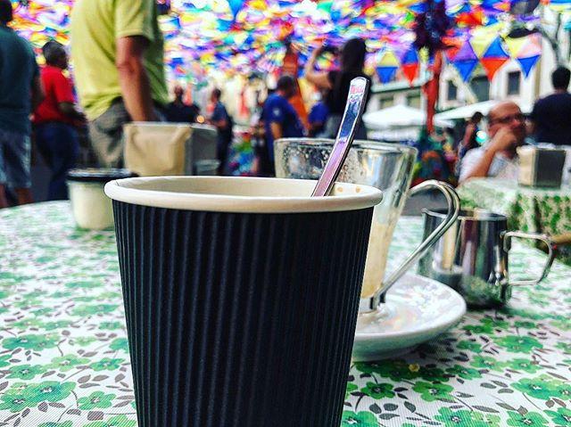 Queréis un café con hielo?☕ Este es de #festamajordegracia2018 :)) #festesdegracia2018 Festes de Gràcia 2018 🎉 #FMGracia #festamajordegracia #fmgracia18 #festesdeGracia #barridegracia