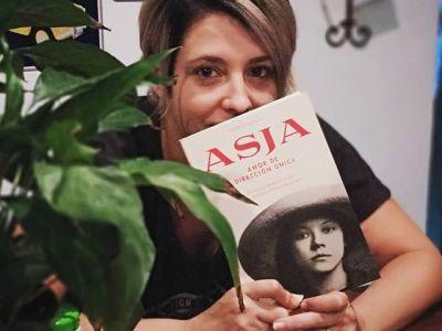 Gracias @llunasans por elegir #asjalacis #Repost Ja el tinc @roseramills !!! Ha tardat pero ja es amb mi! Avui mateix el començo!!! 😘😘 #asja #lectura #llibresqueprometen