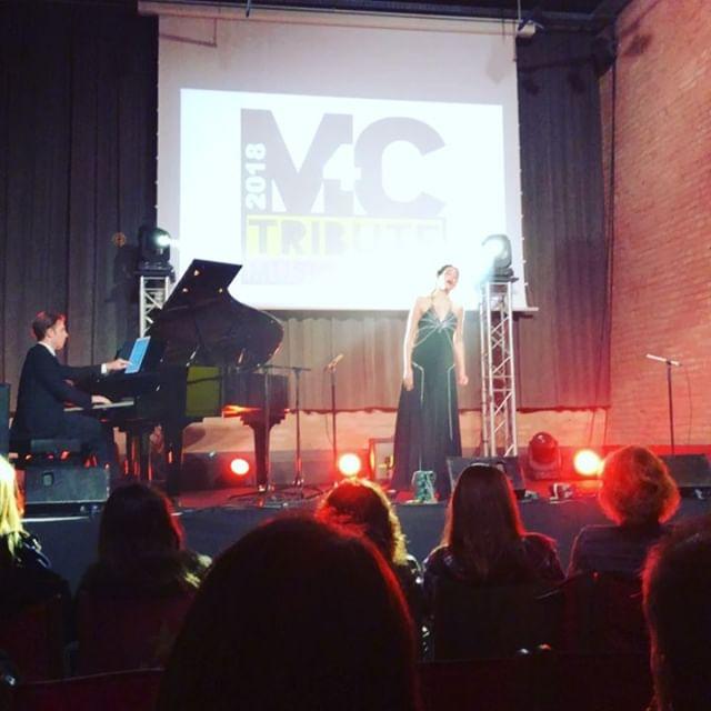 Música por una buena causa #m4ctribute Ahora #lirica en @estrelladamm y después #livejazz #M4CTribute. Presenta la gran @annabertran :))