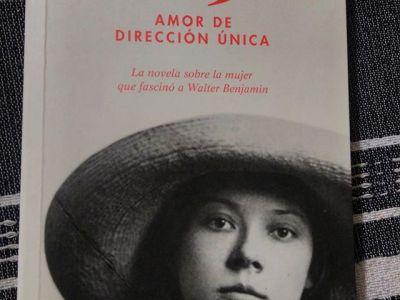 """Gracias a @comanegra #asjalacis ha llegado a #méxico y ha conversado con @olgasara2003: """"Me conmovió y estimuló intelectualmente. Gracias por darle voz a Asja. Saludos desde México"""""""
