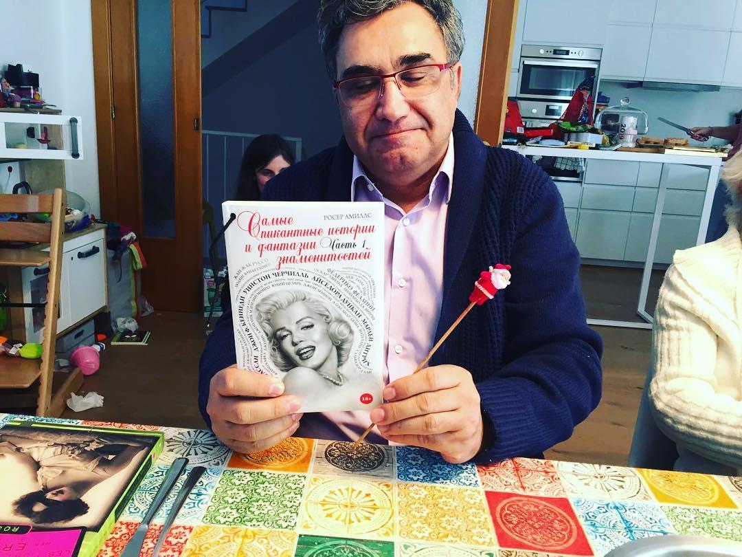 #papanoel tiene algunos de mis libros en ruso ;)) @eksmolive @cossetania_edicions