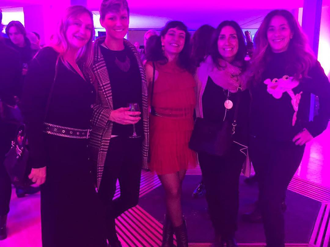 Hoy hemos celebrado la nominación de @albasotorra y @marta.figueras.92 con @cristinadilla @laia_marsal_ferret @yolandacooficial la fiesta #OffGaudi vivan las nominaciones 🥂 Equip de Comandant Arian #felicitats @comandantearian  #cinema #documental