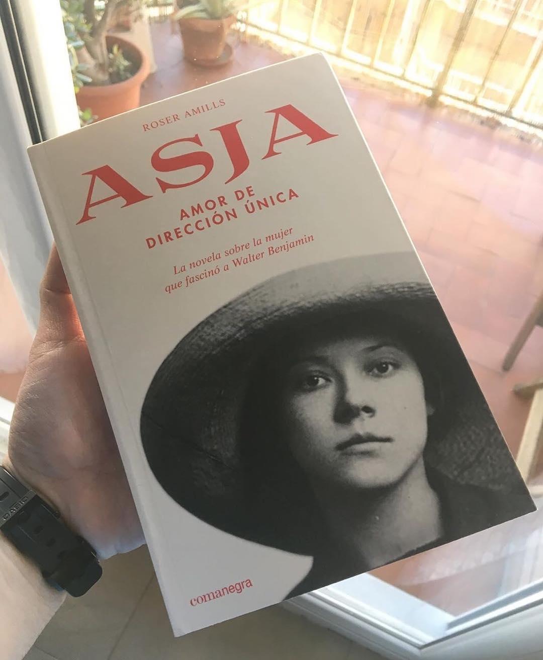 Gracias @ivanlechon1981 #Repost: Nuevo libro 📚!!!! Ganas de empezar a leerlo y disfrutar página a página 🙌🏻🙌🏻😁😁 #lectura #lecturasrecomendadas #roseramills #asjalacis #walterbenjamin #libros #libro #libros📚