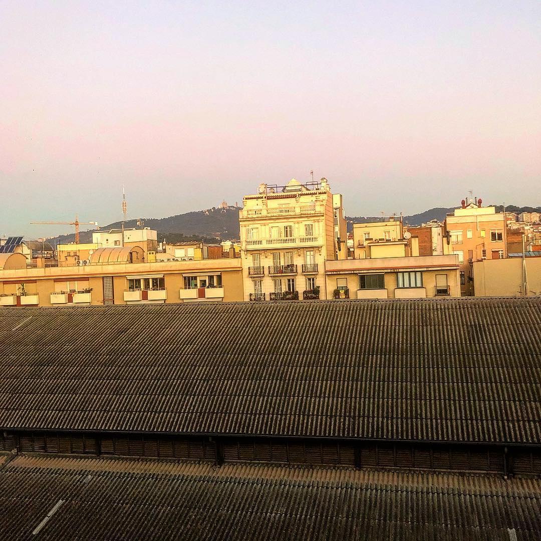 Que tengáis un muy FELIZ día!!! #bondia #buenosdias #goodmorning #morning #day #barcelona #barridegracia #daytime #sunrise #morn #awake #wakeup #wake #wakingup #ready #sleepy #sluggish #snooze #instagood #earlybird #algaida #photooftheday #gettingready #goingout #sunshine #instamorning #early