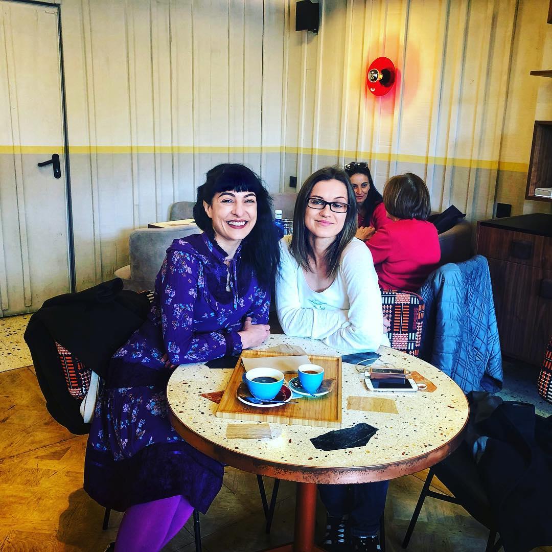 Roser Amills entrevista de @aureliecham por entrevistarme para el especial #8demarzo #diadelamujer para la radio francesa en Barcelona @equinoxradio Ha sido un enorme placer conversar contigo!