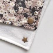 echarpes-polaires-modele-fille-roses-et-confettis-liberty-betsy-nougat-4
